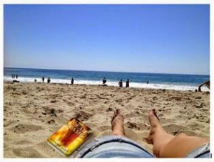 487e6-book_at_the_beach