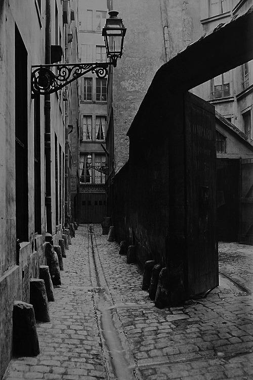 Alley dark