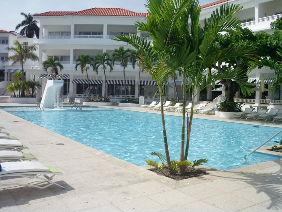 Oasis Hotel Pool