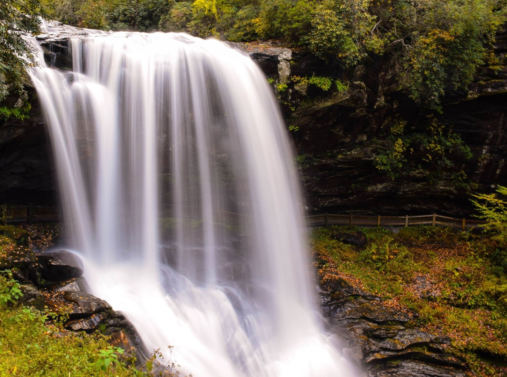 waterfall-1031616_1920